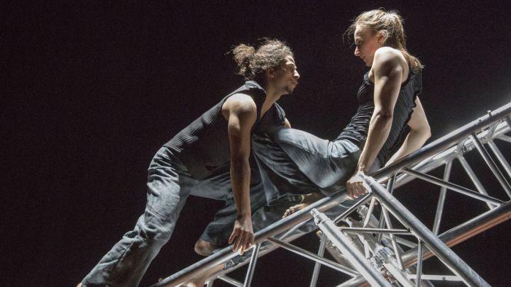 Loslopend wild XL door Maas theater en dans — De Krakeling, theater voor de jeugd te Amsterdam