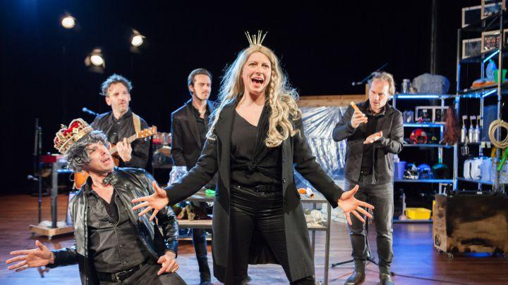 Joris en de Drakentemmers door Het Laagland — De Krakeling, theater voor de jeugd te Amsterdam