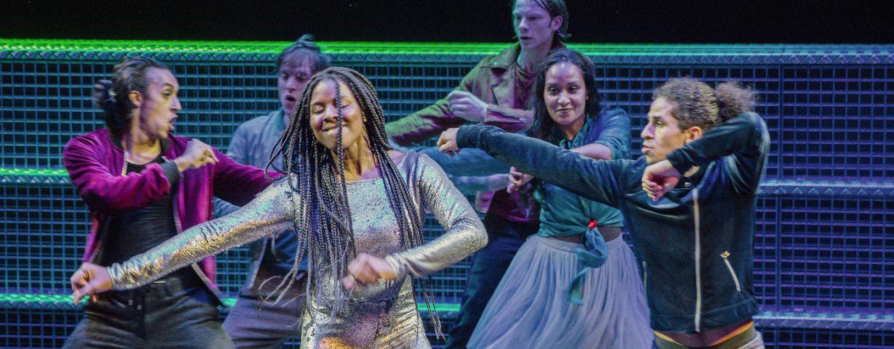 Liefde door Maas theater en dans — De Krakeling, theater voor de jeugd te Amsterdam