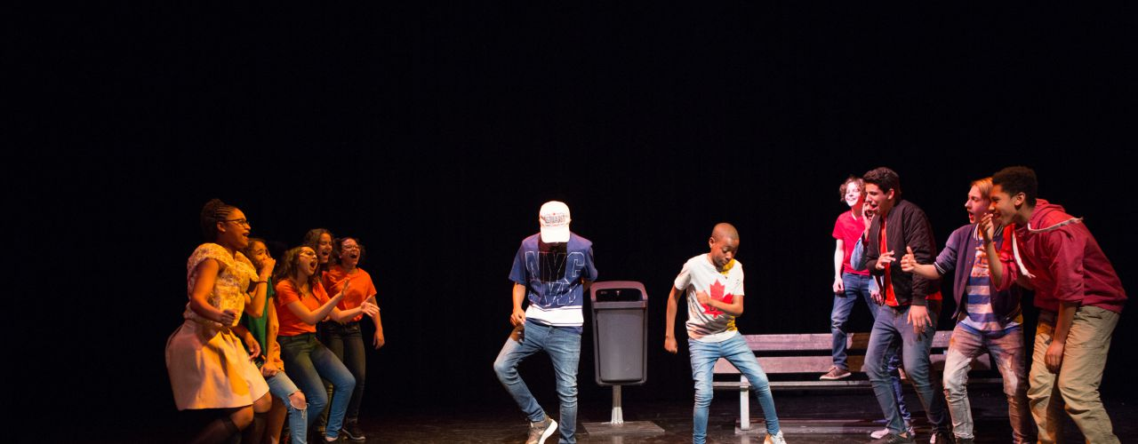 En ze leefden nog lang en ... door Jeugdtheaterschool Zuidoost  — De Krakeling, theater voor de jeugd te Amsterdam