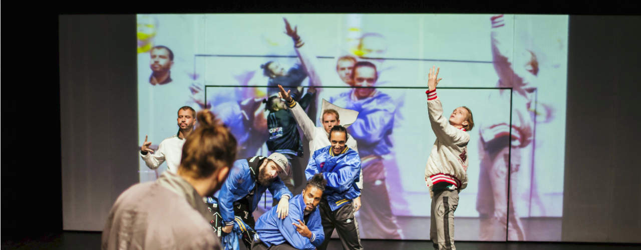 100% selfmade door Maas theater en dans / DOX — De Krakeling, theater voor de jeugd te Amsterdam