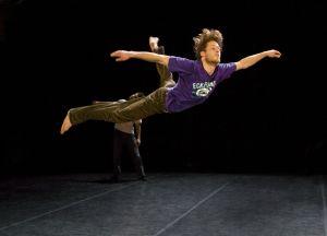 Vlieger zonder koord door Danstheater Aya / Erik Kaiel