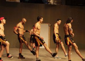 Bonte avond van bodybuilders door Theater Artemis